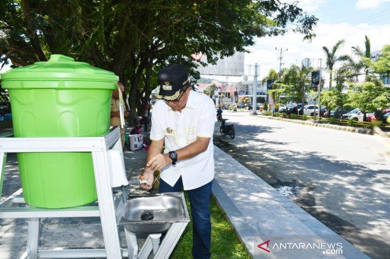 Pemkab Poso sediakan tempat cuci tangan