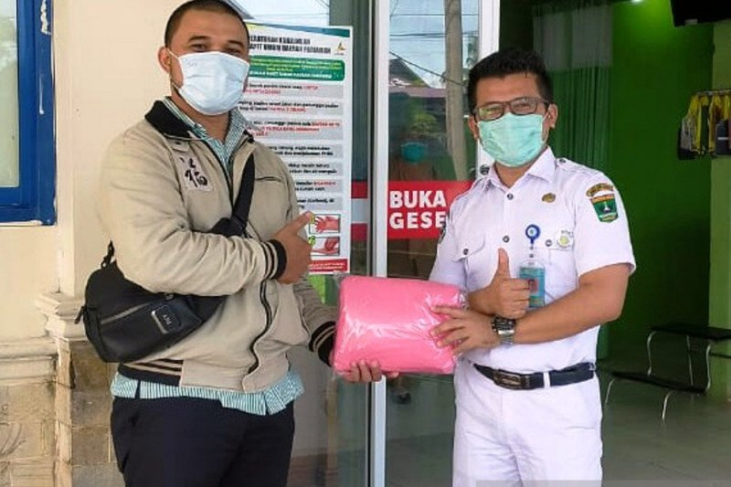 Piaman artists and PKK in Padang Pariaman fight COVID-19, make PPE  to help Regional Public Hospital