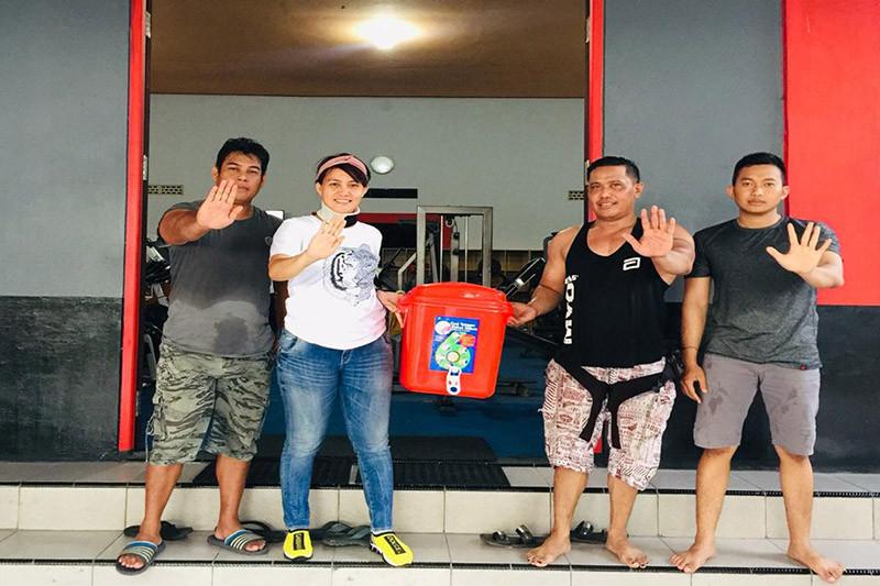 Ikut cegah COVID-19, Legislator Kalteng bagikan masker dan pencuci tangan
