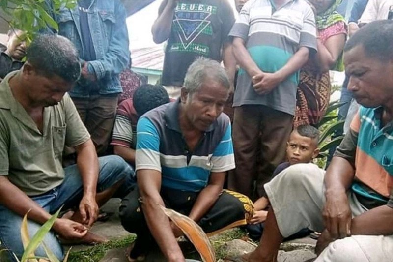 Cegah COVID-19, Warga Sikka gelar ritual adat