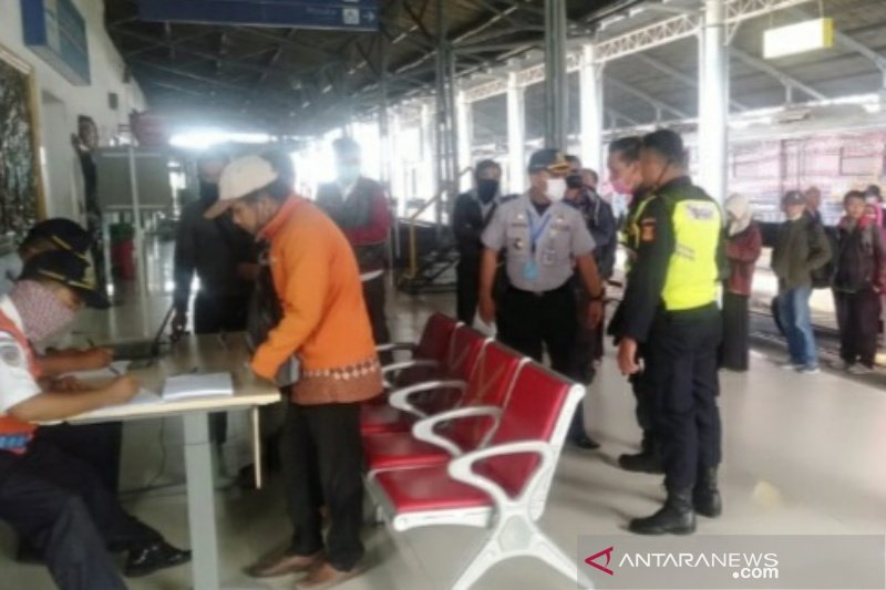 Dishub Surakarta mulai pantau kedatangan pemudik di tiga stasiun