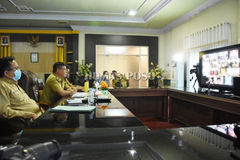 Bupati Poso bersama para kepala daerah Se-Sulteng lakukan video conference dengan Gubernur
