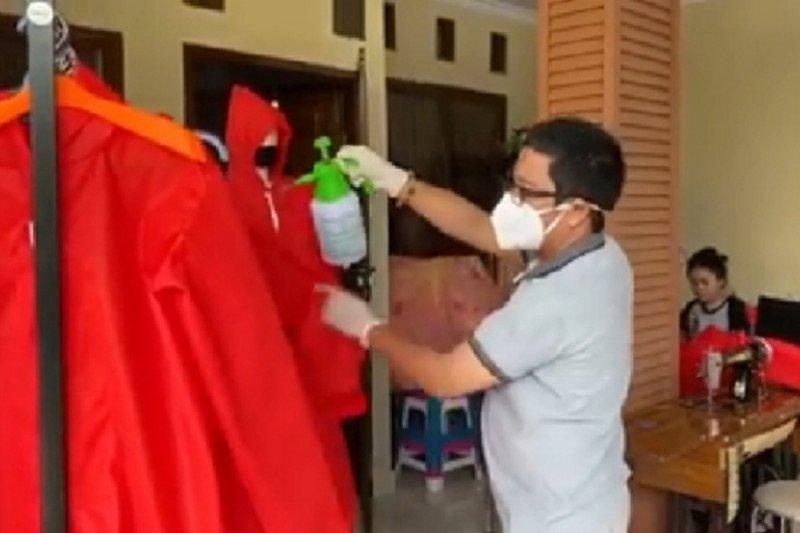 FTI UMI terima bantuan kain Spunbond untuk pembuatan baju APD medis