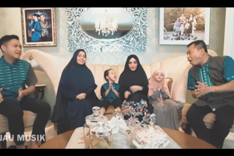 """Keluarga Anang Hermansyah luncurkan lagu """"Menyambut Ramadhan"""""""