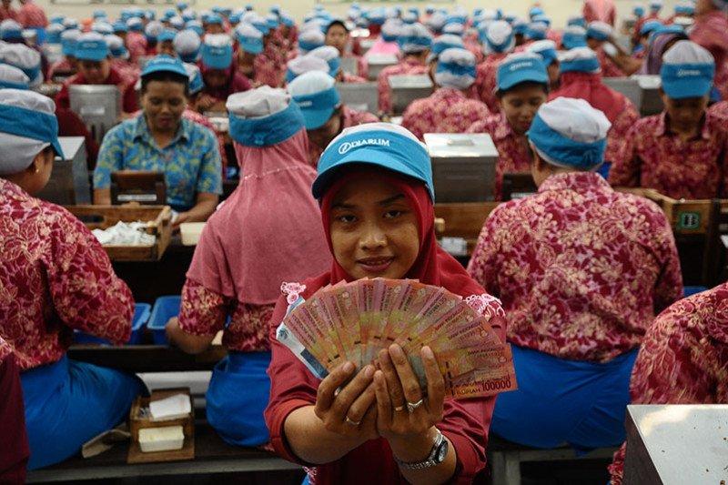 Kemarin berita ekonomi, penjualan BBM anjlok hingga buruh jabar tiadakan aksi May Day