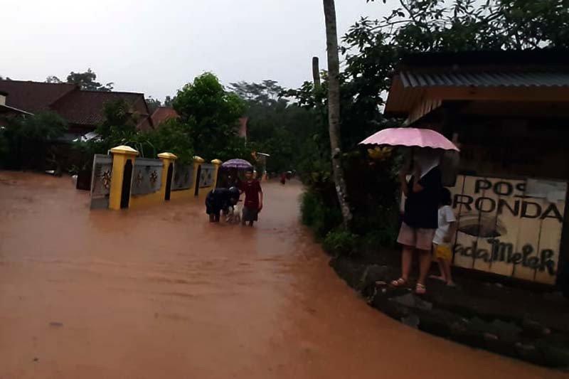 Tanah longsor dan banjir landa sejumlah wilayah di Banyumas