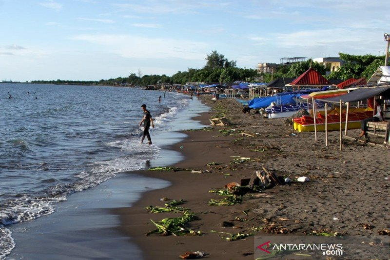 Wisata pantai Tanhung Bayang sepi pengunjung