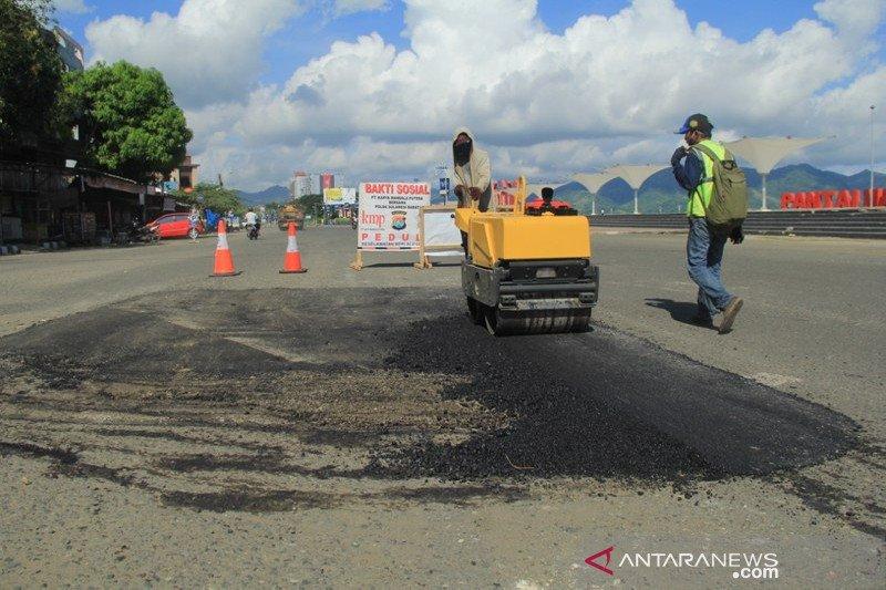 Perbaiki jalan trans Sulawesi