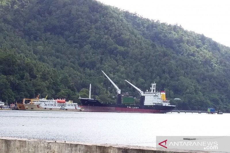 Kapal Tol laut angkut ribuan masker milik pengusaha tiba di Sangihe