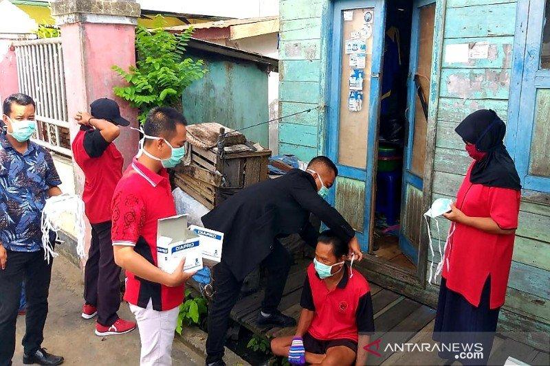 DPC PDI Perjuangan Seruyan bagikan masker gratis