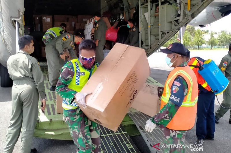 Air Force distributes 60 coli of PPE for South Kalimantan