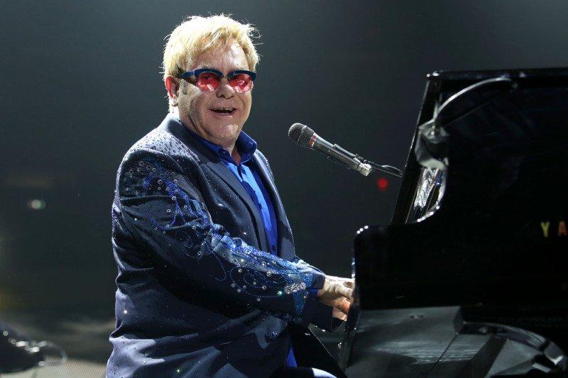 Elton John sumbangkan 1 juta dolar untuk darurat corona