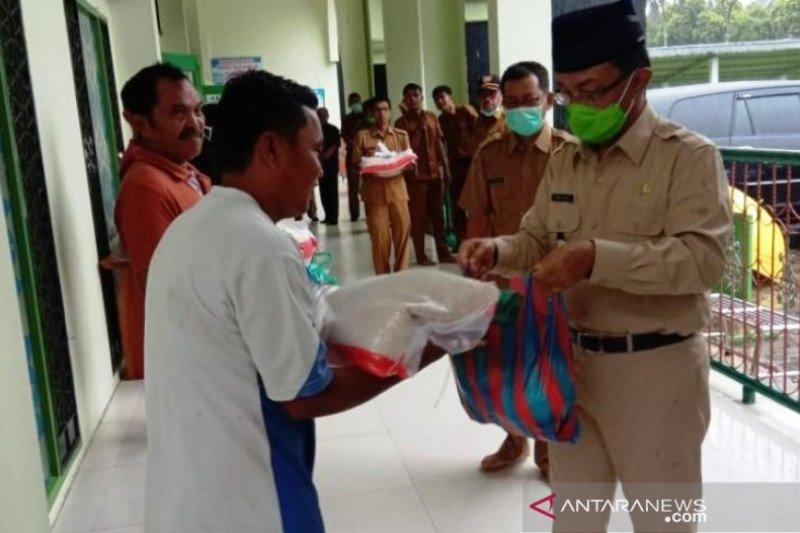COVID-19 mewabah,  4.772 penjaga sekolah, garin dan guru TPA di Agam peroleh bantuan sembako