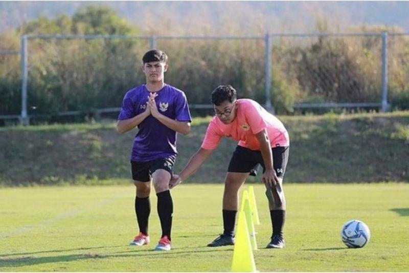 Punggawa Timnas U-19 itu menru cara berlatih pemain luar negeri