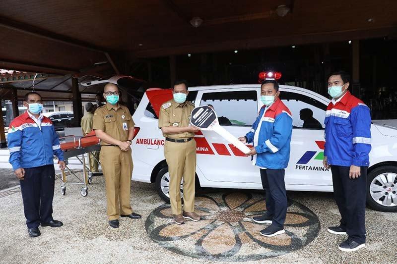 Bantu tangani COVID-19, Pertamina serahkan satu unit ambulans kepada Pemkab Cilacap