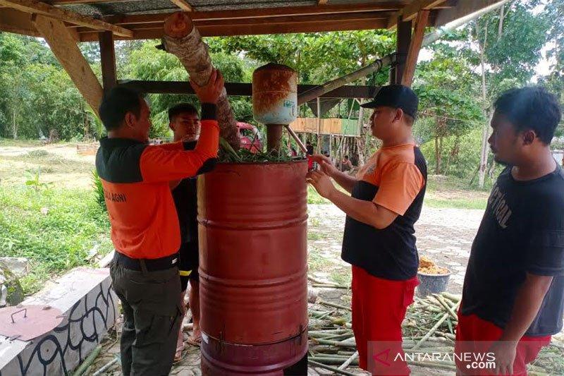Bambu jadi disinfektan oleh Manggala Agni Muara Teweh Kalteng