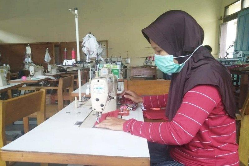BLK Kotim produksi masker untuk dibagikan gratis