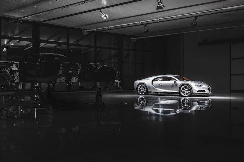 Bugatti tangguhkan produksi  mobil