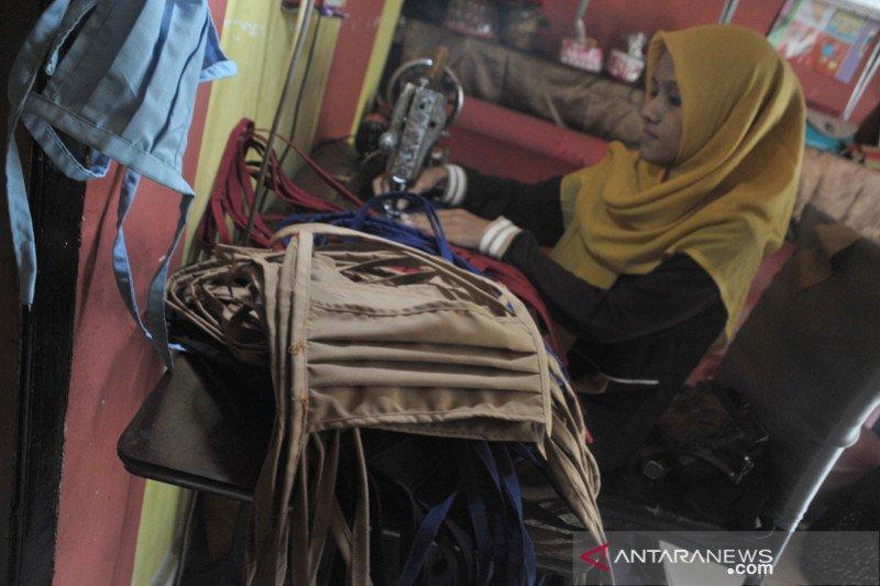 Masker produksi rumahan di Palembang