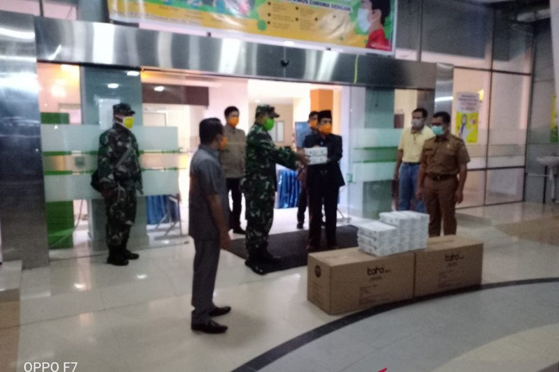 Pemkab Sijunjung dapat bantuan masker dan APD dari Mabes TNI