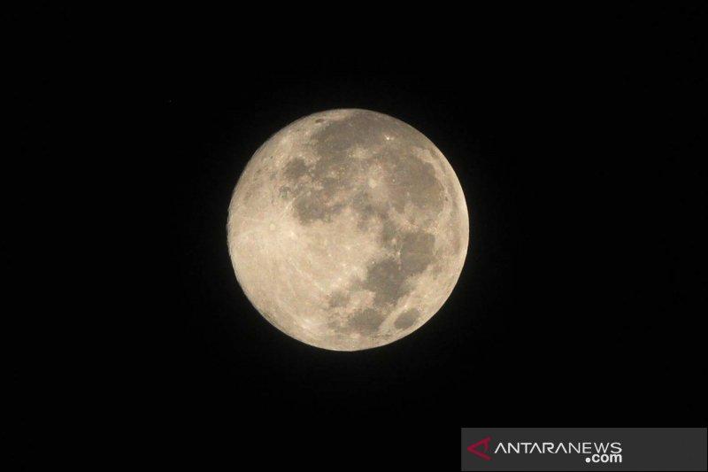 "Asal-usul nama bulan purnama ""stroberi"""