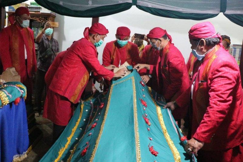 Prosesi buka luwur Makam Ratu Kalinyamat Jepara tetap digelar