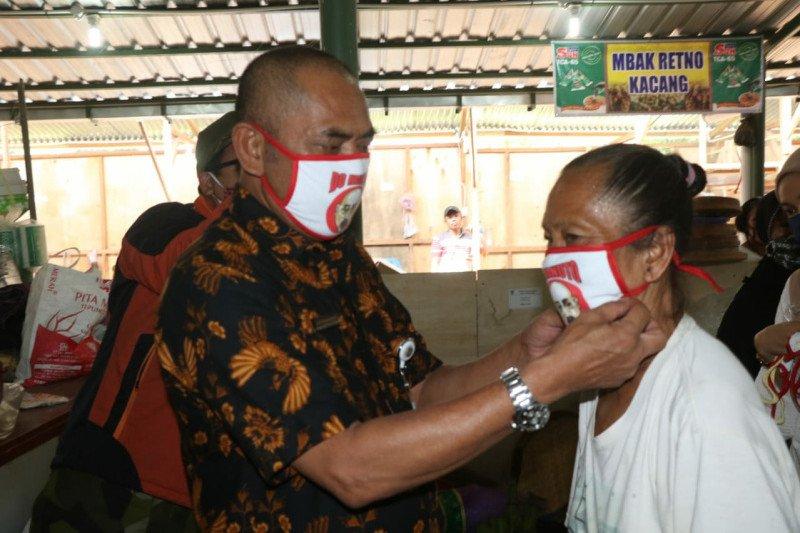 Pemkot Surakarta pastikan pedagang di pasar mengenakan masker