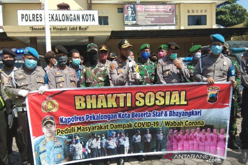 Polresta Pekalongan bagikan 500 paket sembako warga terdampak COVID-19