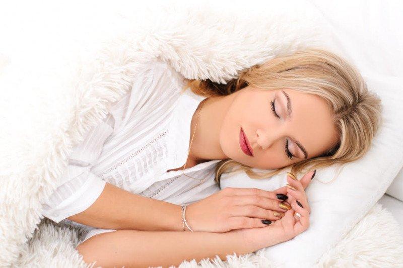 Yang harus dilakukan setelah tertidur menggunakan riasan wajah