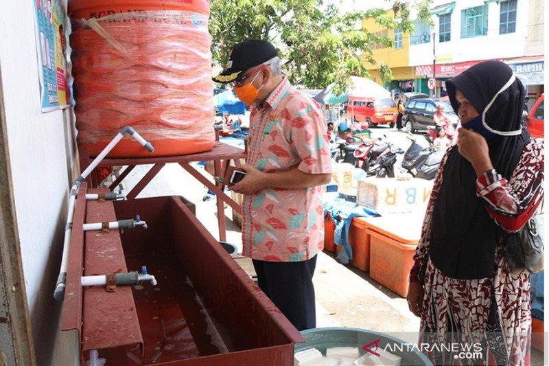 Wabup Bantaeng tinjau fasilitas cuci tangan umum