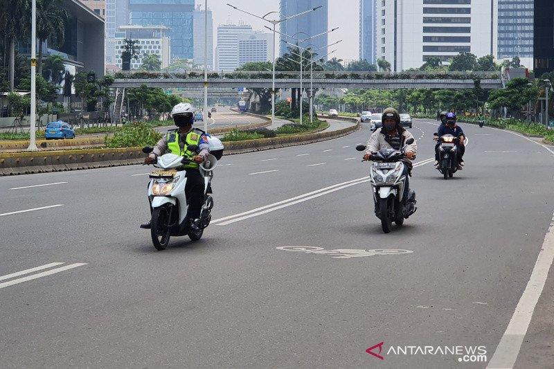 Hari pertama PSBB, Jalan Sudirman Jakarta lengang