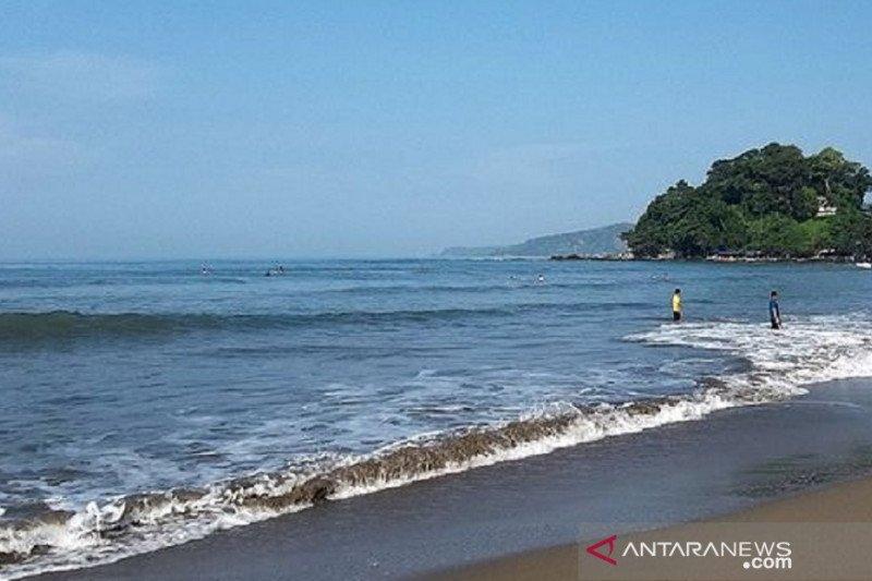 Dua wisatawan hilang tenggelam di Pantai Karangsari Sukabumi