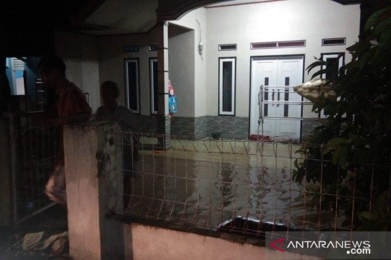 Puluhan rumah di tiga desa di Cianjur terendam banjir