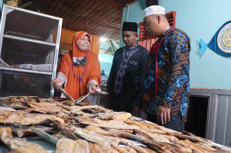 Ratusan paket ikan budu dikirimkan untuk perantau dari Padang Pariaman (Video)