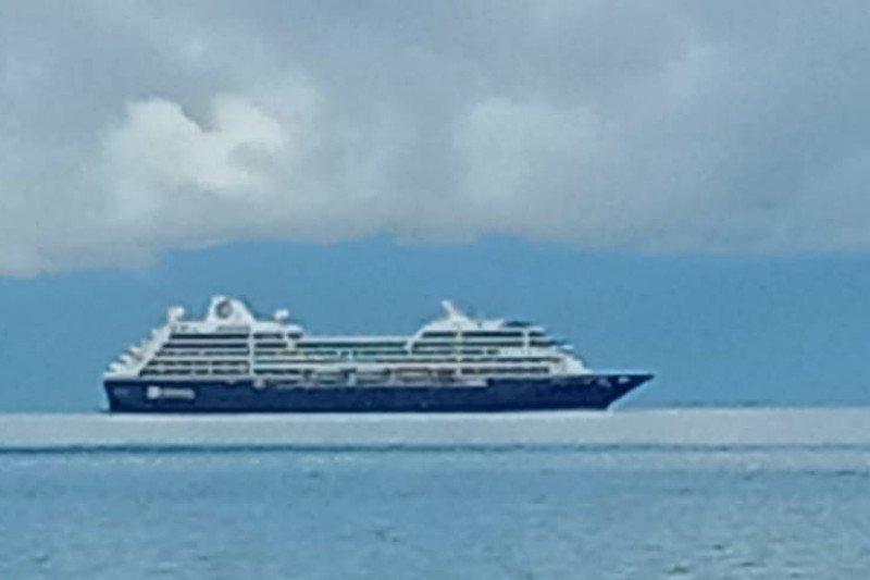 Kapal pesiar misterius melintas di perairan Raja Ampat