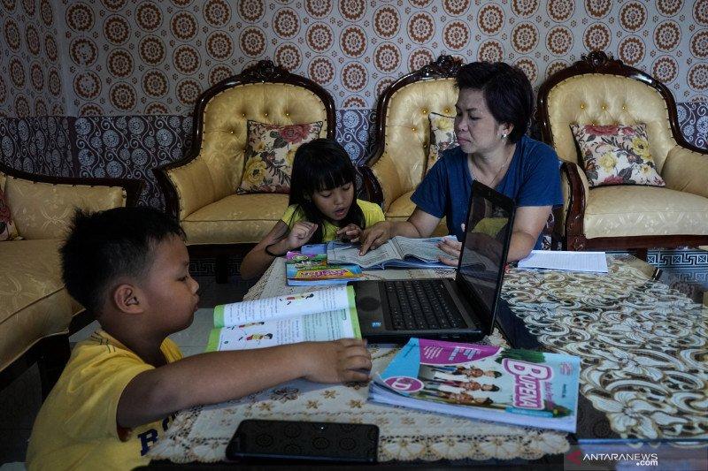 Yang harus dilakukan orangtua saat anak sekolah dari rumah