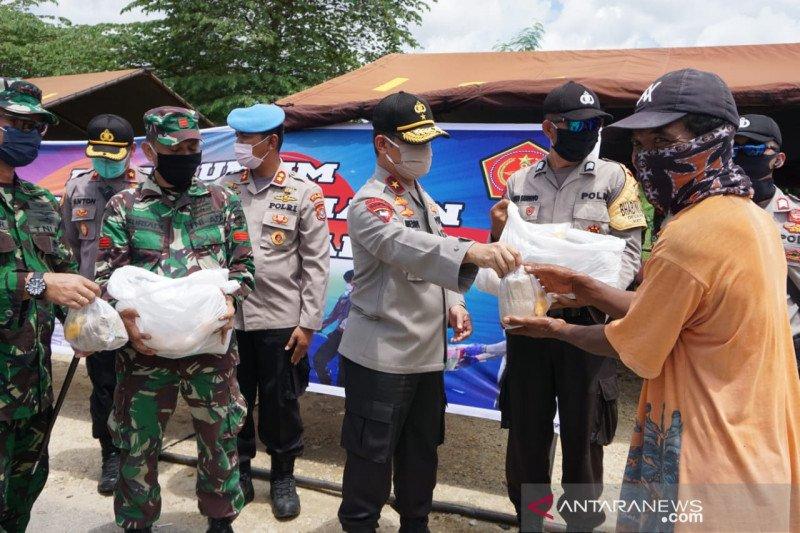 Peduli dampak COVID-19, Polri dan TNI buka dapur umum bagi kaum rentan