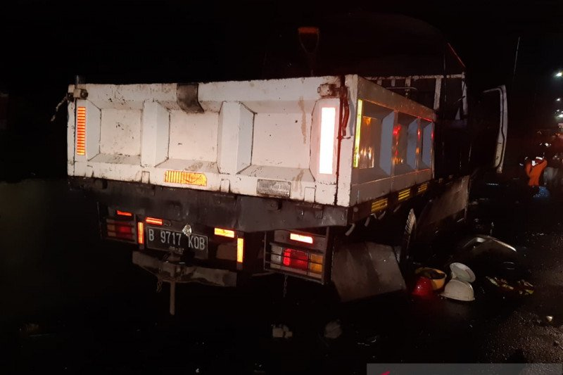 Kecelakaan di Tol kembali terjadi, empat tewas setelah sedan City tabrak pekerja dan mobil proyek