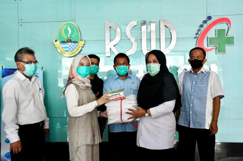 DPRD Jabar serahkan bantuan APD kepada RSUD Al Ihsan Bandung