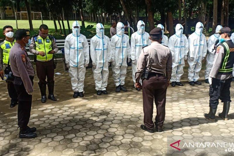 Tim Polda Sultra makamkan purnawirawan Polri meninggal positif COVID-19