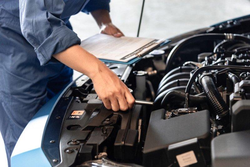 Ini tips rawat mobil yang terparkir lama di garasi