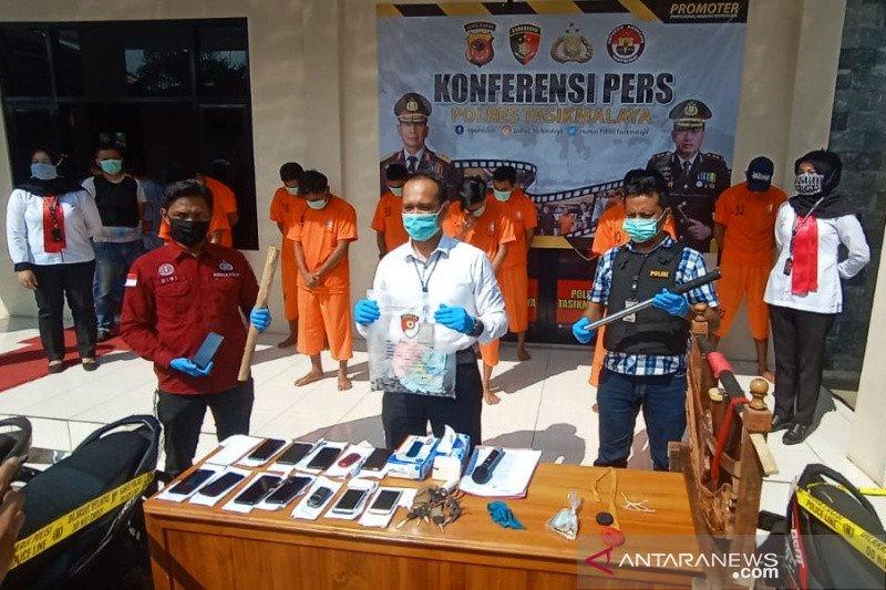 Polisi tangkap para pejudi adu muncang di Tasikmalaya