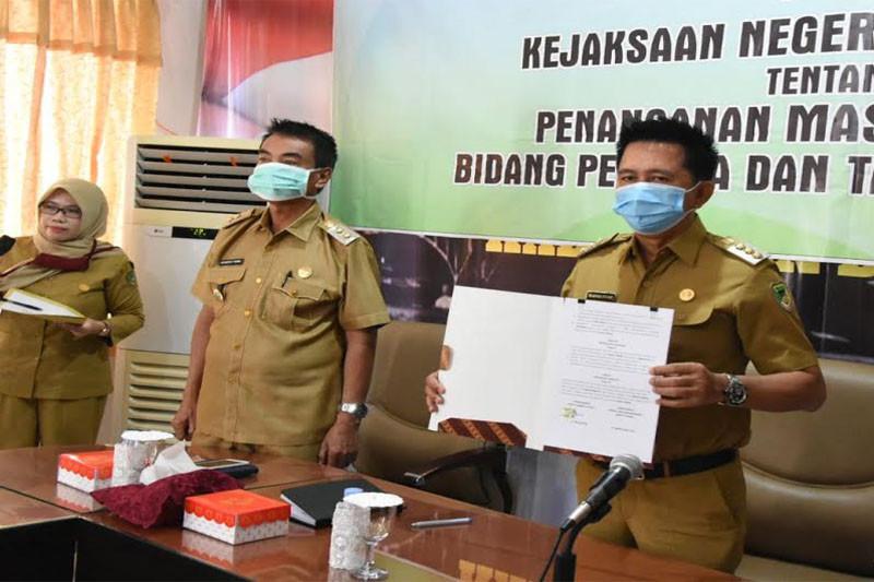Pemkab-Jaksa Barito Utara teken MoU bantuan hukum