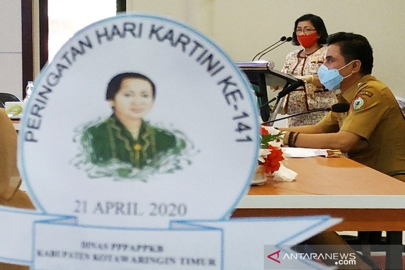 Ketua DPRD Kotim meneteskan air mata terkenang Kartini