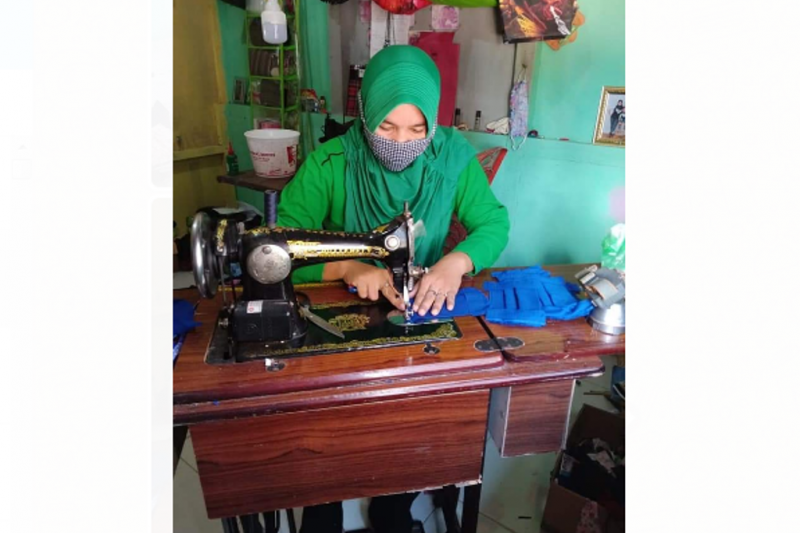 Istri TNI Kodim Putussibau jahit masker sendiri mencegah COVID-19
