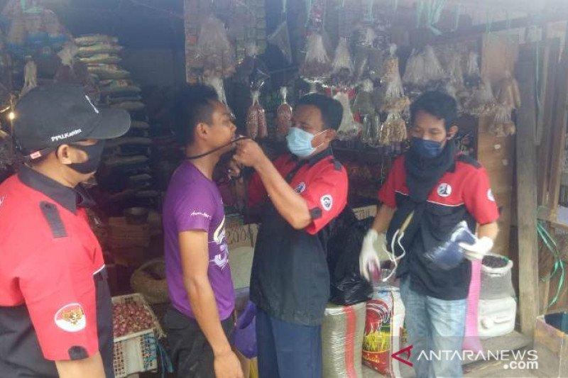Penggemar Iwan Fals bagikan masker cegah corona