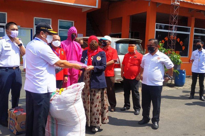 KONI Bandarlampung berikan bantuan baju hazmat dan masker kain ke BPBD