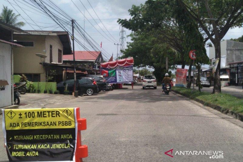 Warga Padang masih abai saat PSBB hari pertama