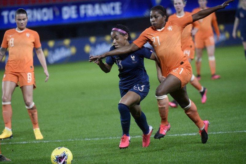 Kejuaraan Sepak Bola Eropa Putri 2021 mundur 6-31 Juli 2022