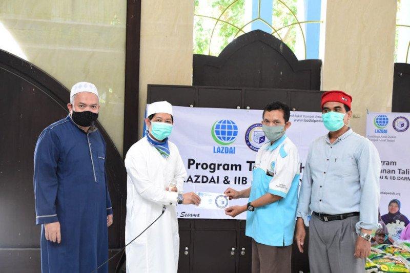 IIB Darmajaya-LAZDAI Lampung bagikan 100 paket sembako